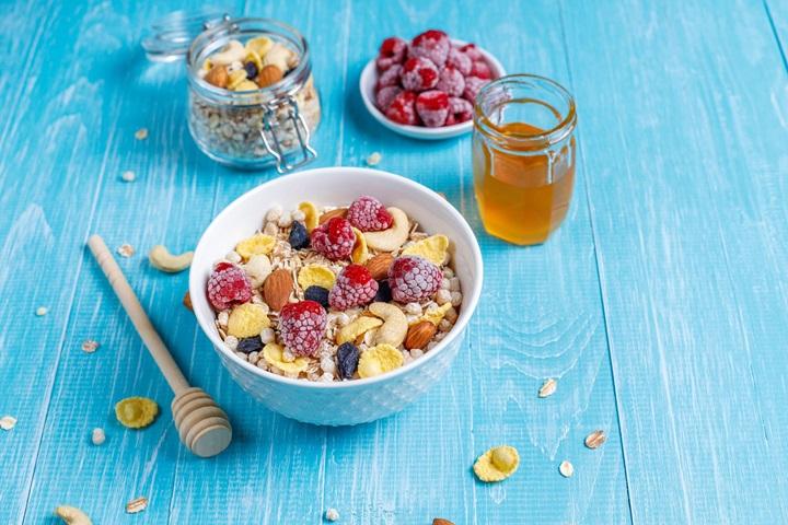 dietetika-muzli-reggeli