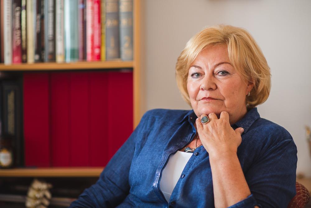 Dr. Ferenc Máriával, az Országos Gerincgyógyászati Központ konzervatív terápiás részlegének osztályvezető főorvosa.