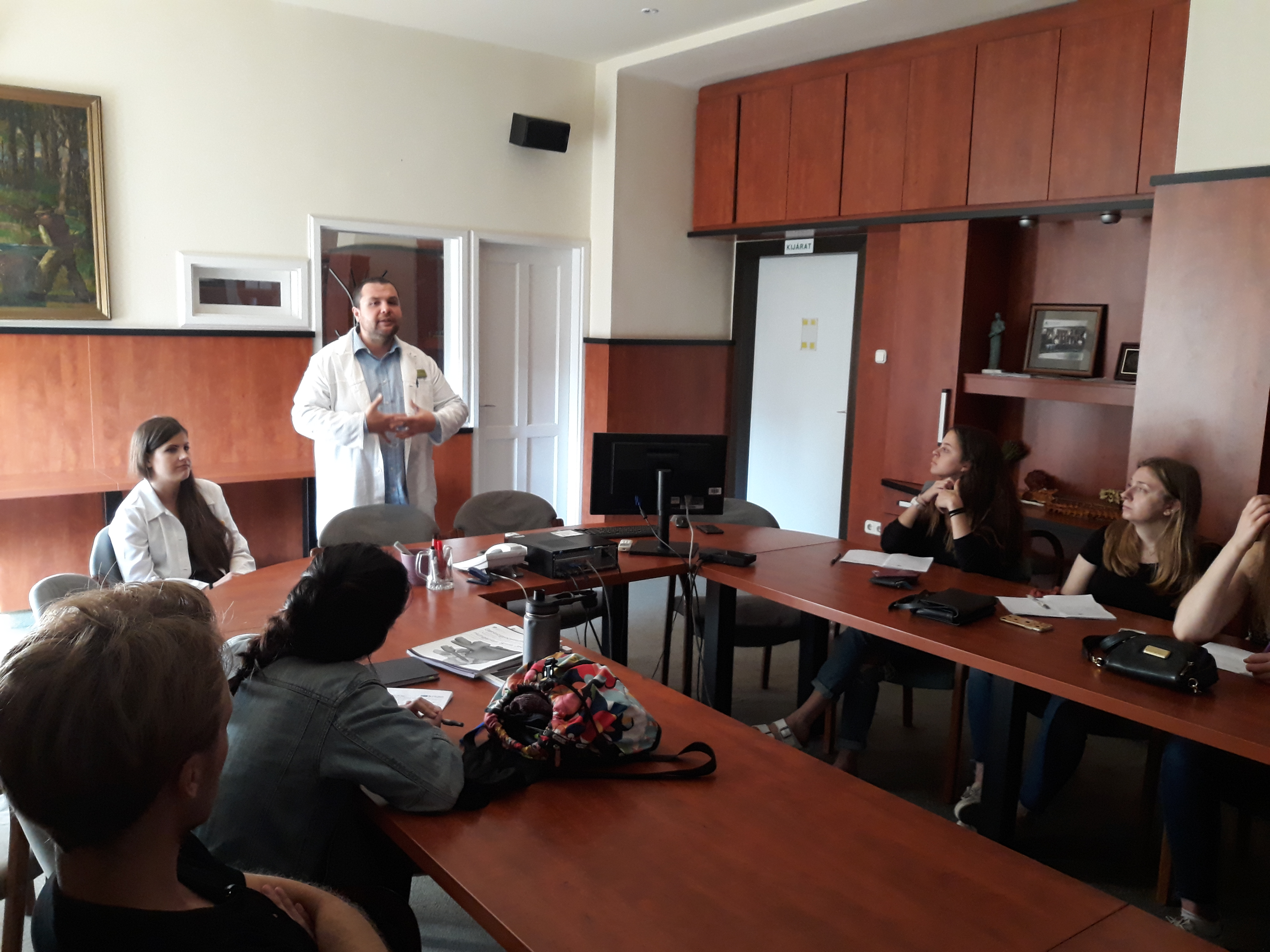 Amerikai egyetemisták Bolczár Szabolcs előadásán.