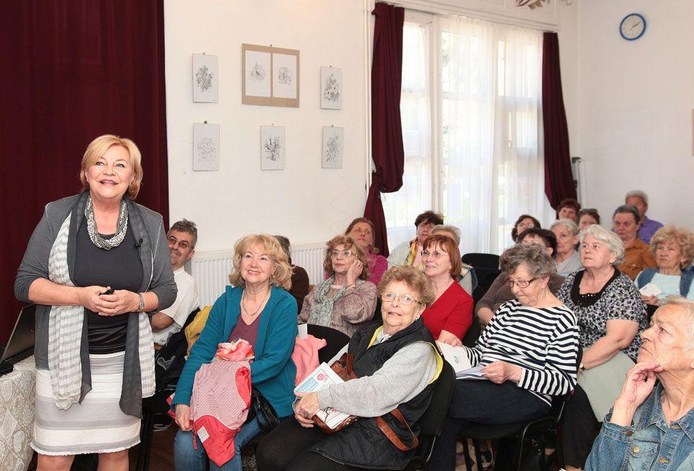 Dr. Ferenc Mária, az Országos Gerincgyógyászati Központ osztályvezető főorvosának előadása