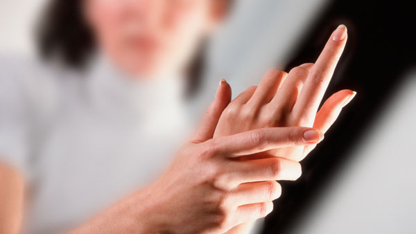 Carpális alagút-szindróma, kéztőalagút illetve kéztőcsatorna szindróma.