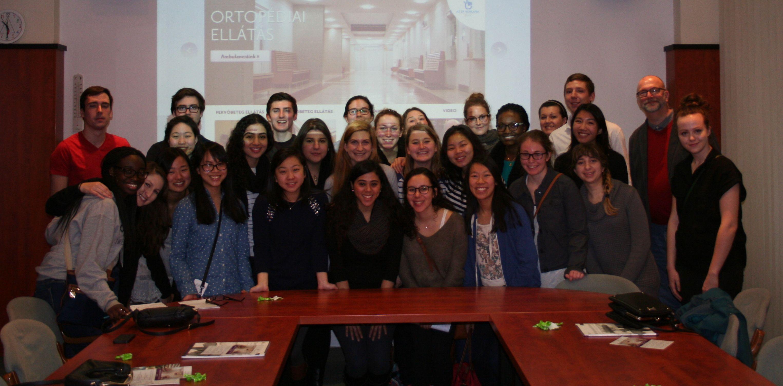 Amerikai egyetemisták csoportképe.