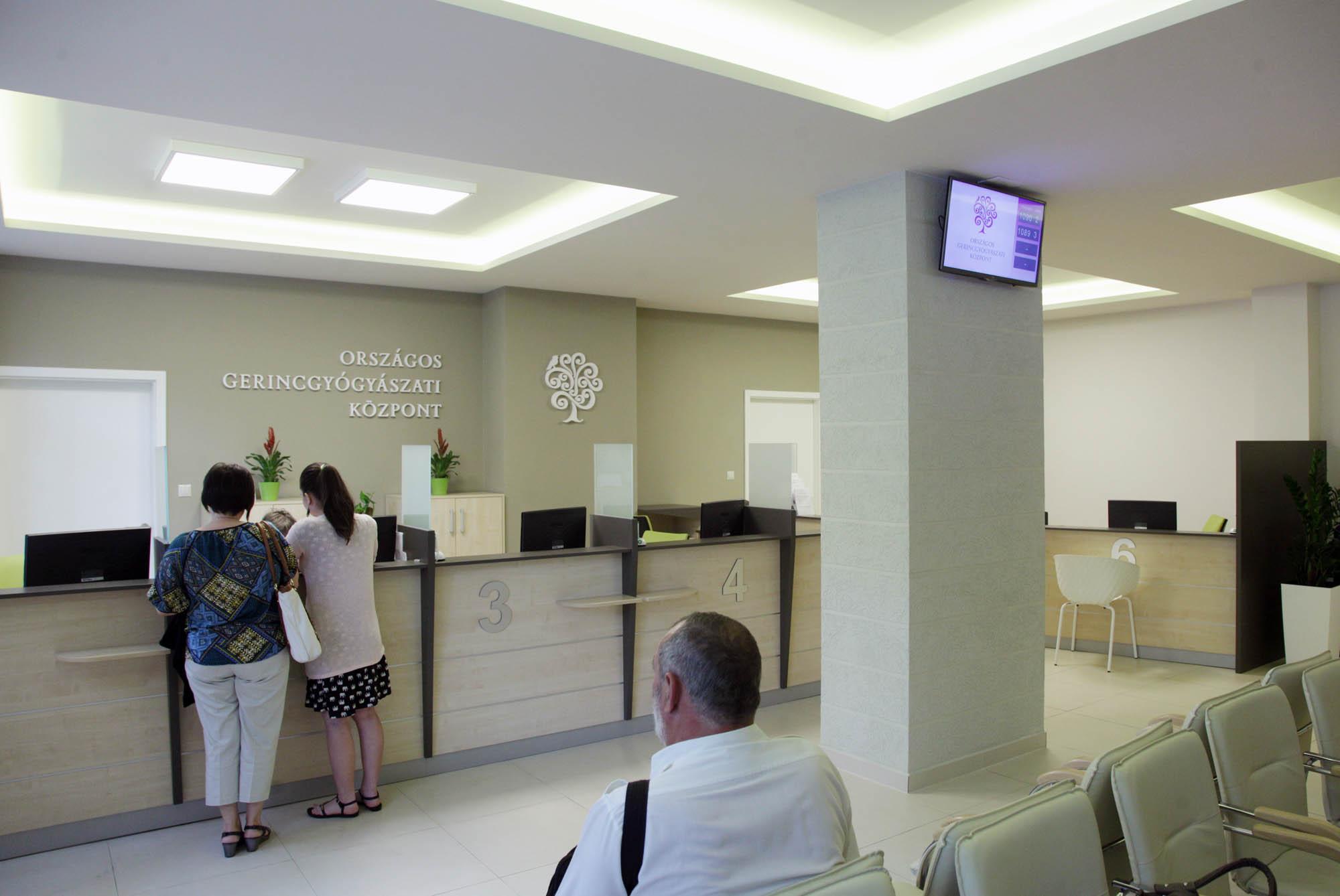 Az Országos Gerincgyógyászati Központ új betegfelvételi és adminisztrációs központja.
