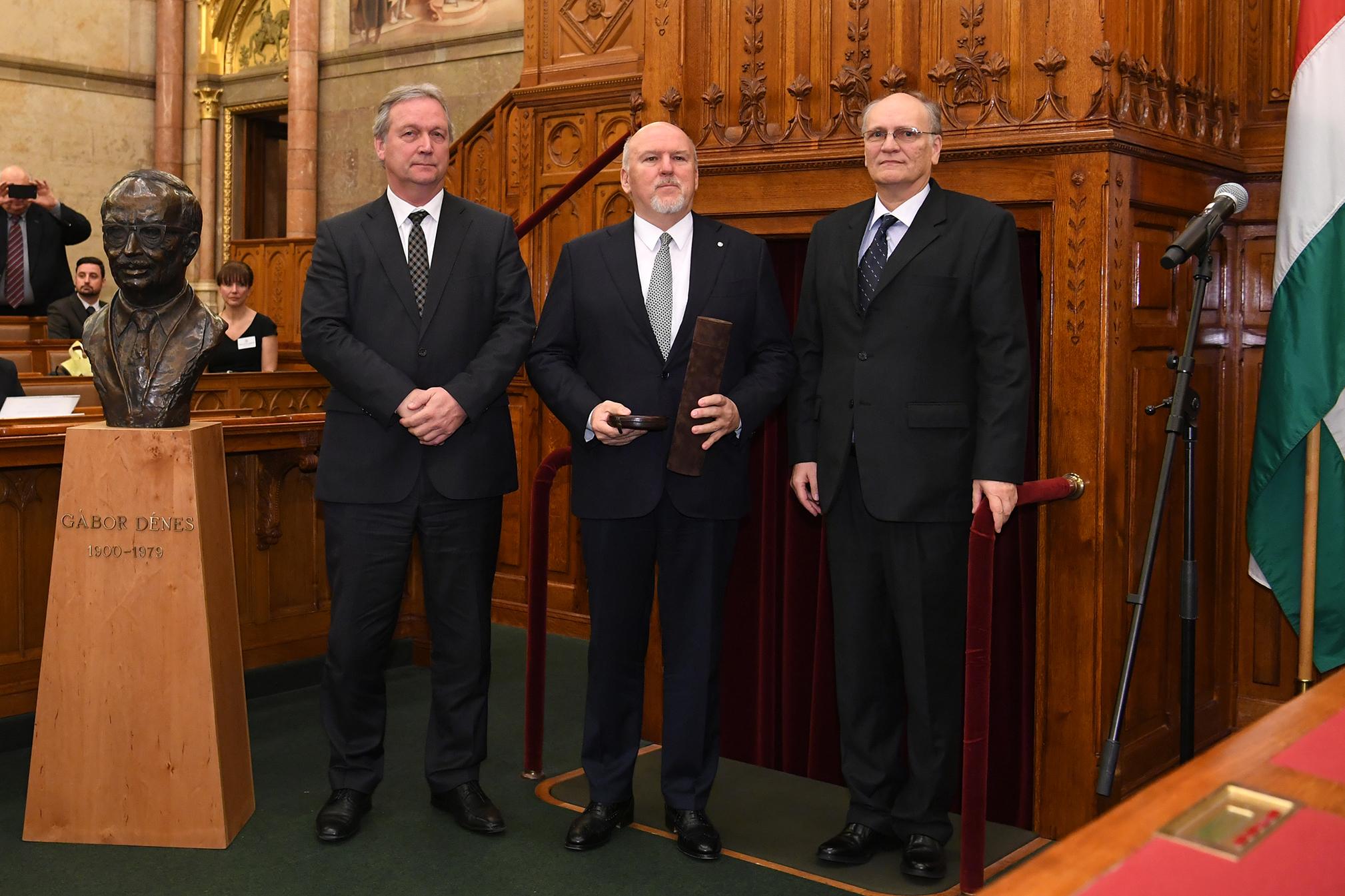 Dr. Varga Péter Pál díj átvétele után.