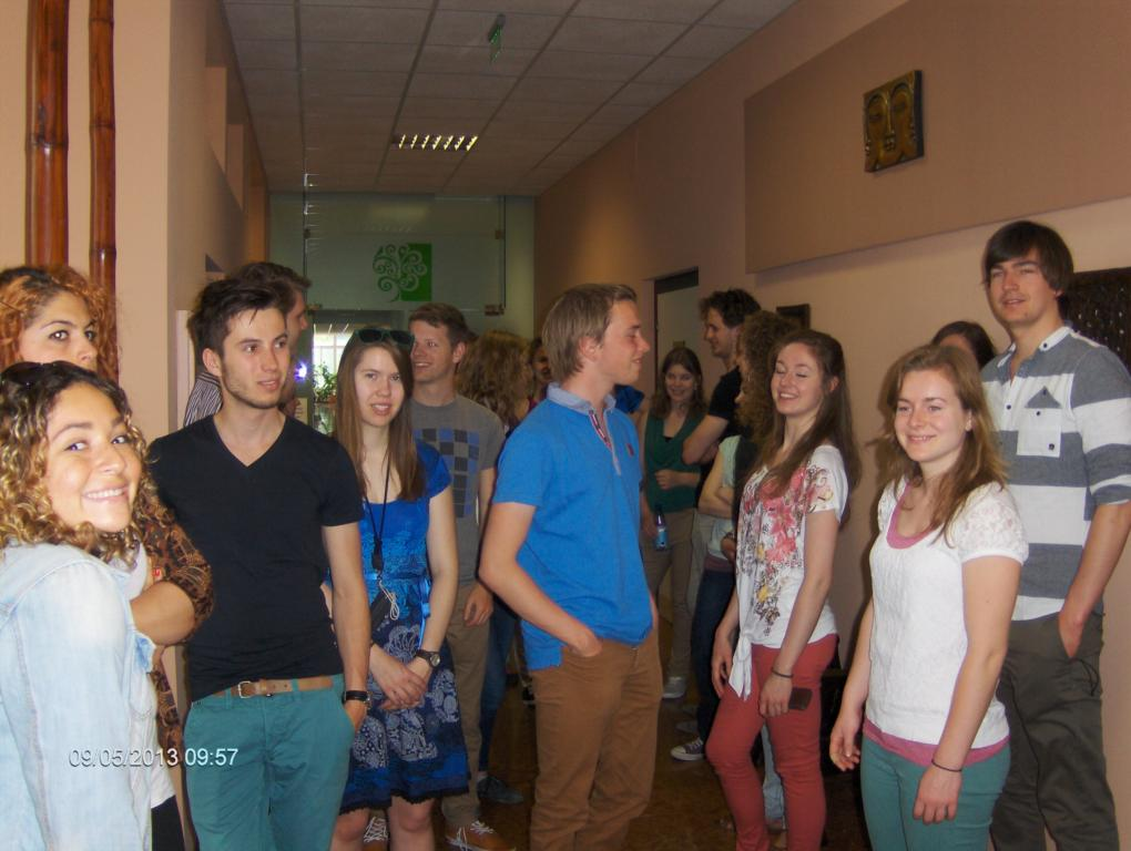 Rotterdami orvostanhallgató diákok az Országos Gerincgyógyászati Központ folyosóján.